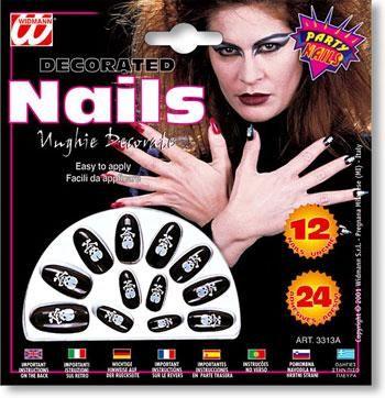 Schwarze Fingernägel mit Totenschädelmotiv