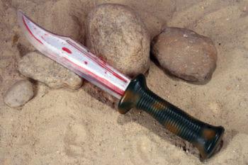 Halloween Messer mit Blut gefüllt