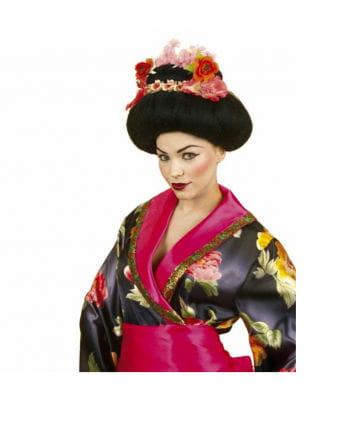 Geisha Frisur mit Blüten