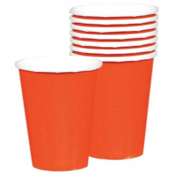 Orangefarbene Trinkbecher